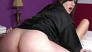 Goth masseuse gets cunt ate by client